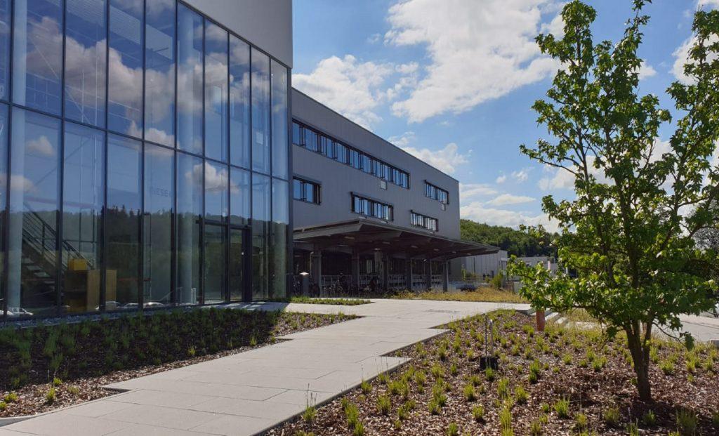 Baumann-GärtenFreiräume-Businessgarten-Riese-und-Müller