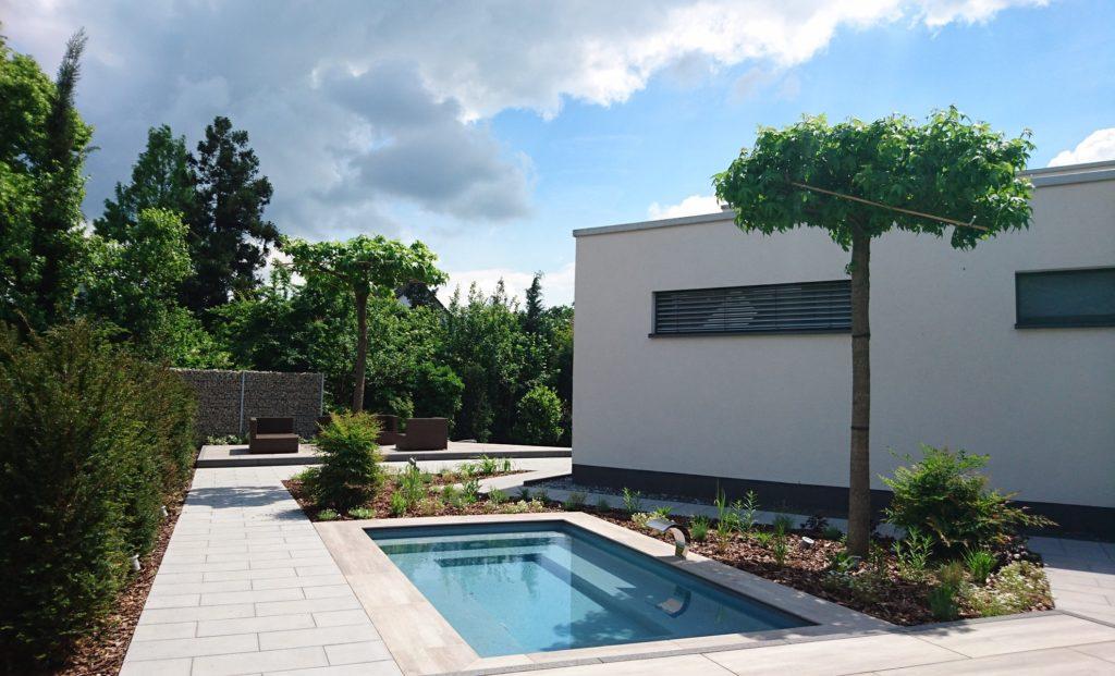 Hausgarten-Lounge-Möbel-Pool-Edelstahl-Wasserspender-Mühltal-Baumann-Header
