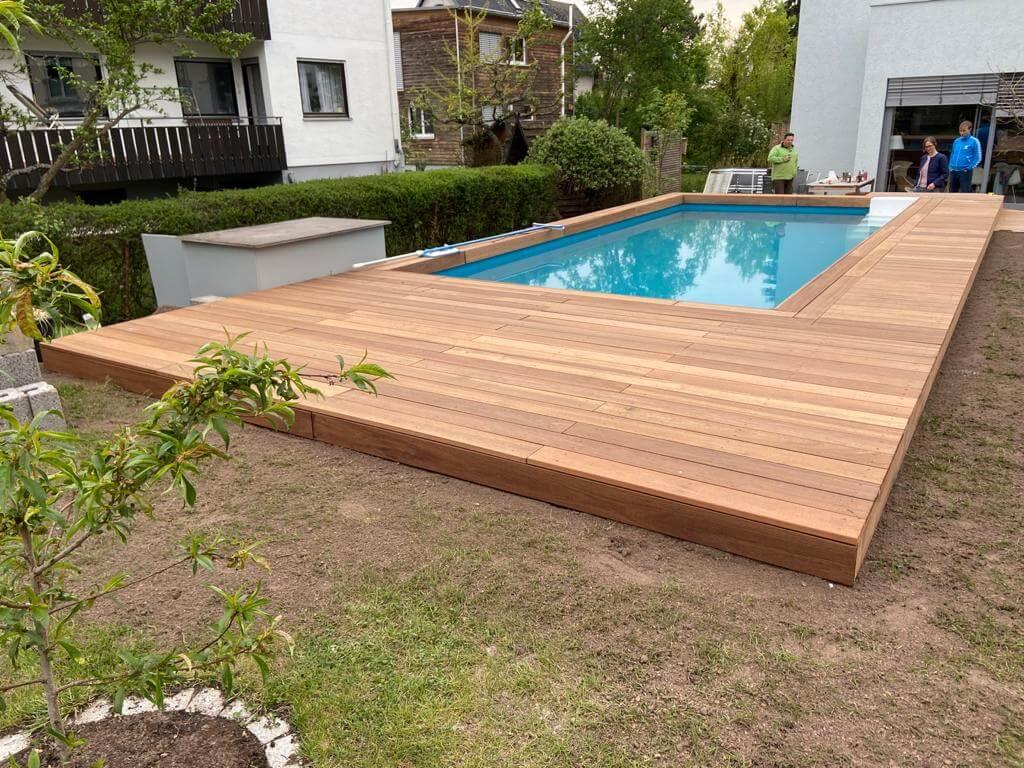 Baumann Gärten_&_Freiräume_Pooleinfassung_Holzarbeiten