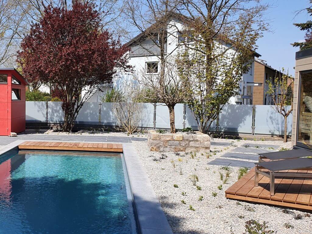 Wellness-Oase Darmstadt Naturpool Sauna Whirlpool Baumann 16001200