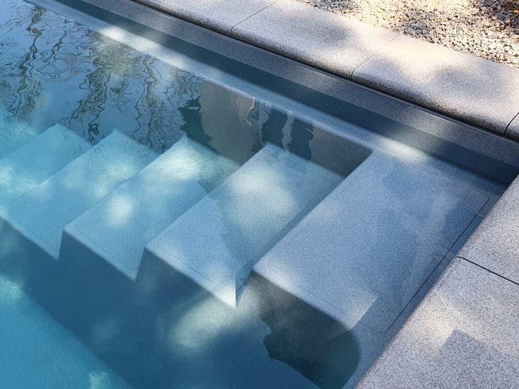 Wellness-Oase Darmstadt Naturpool Sauna Whirlpool Baumann Pooltreppe 1600 1200